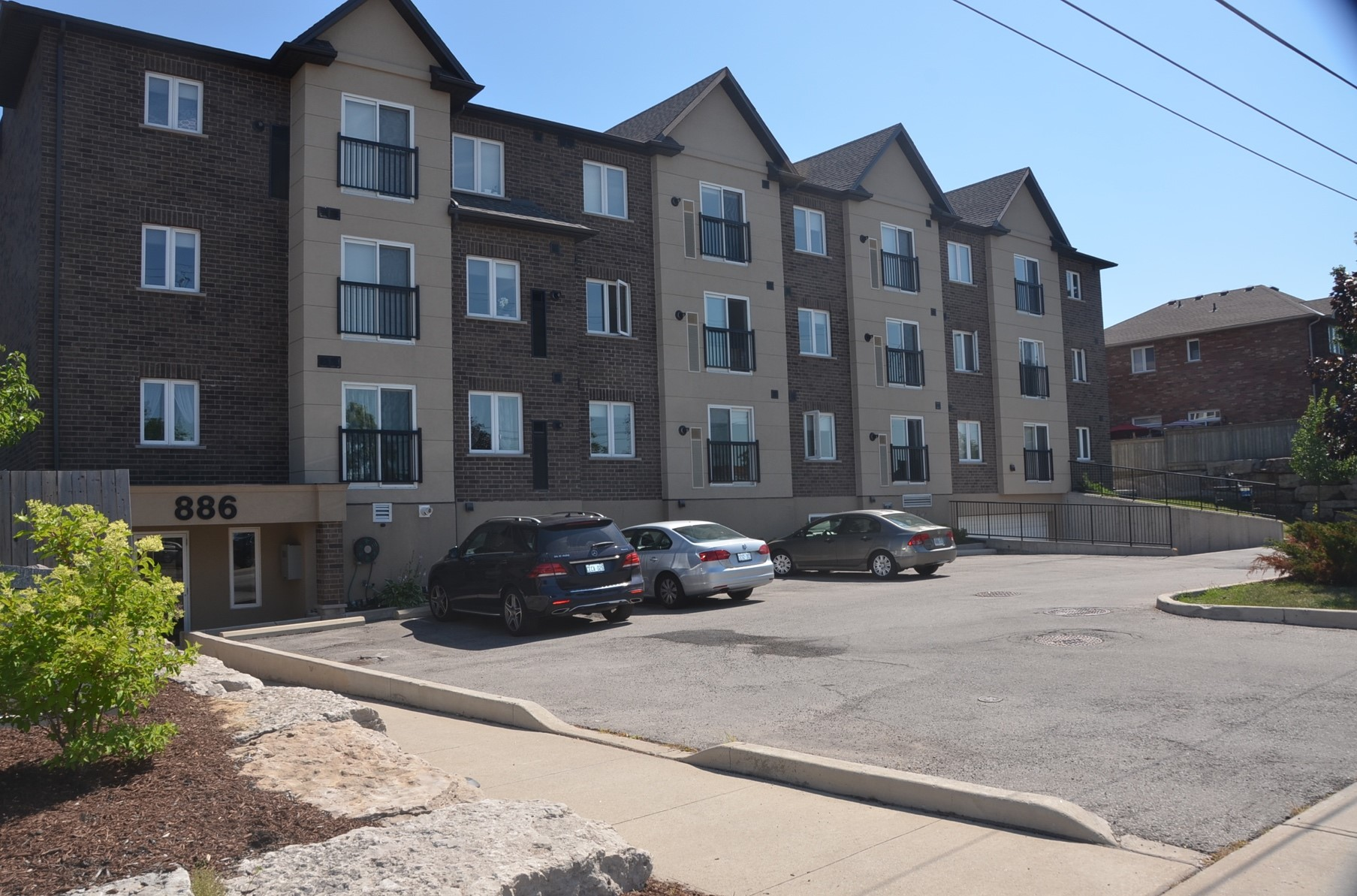 #204-886 Golf Links Road, Ancaster