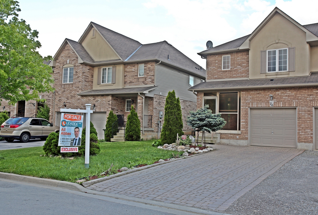 76 Meadow Wood Cres $549,900