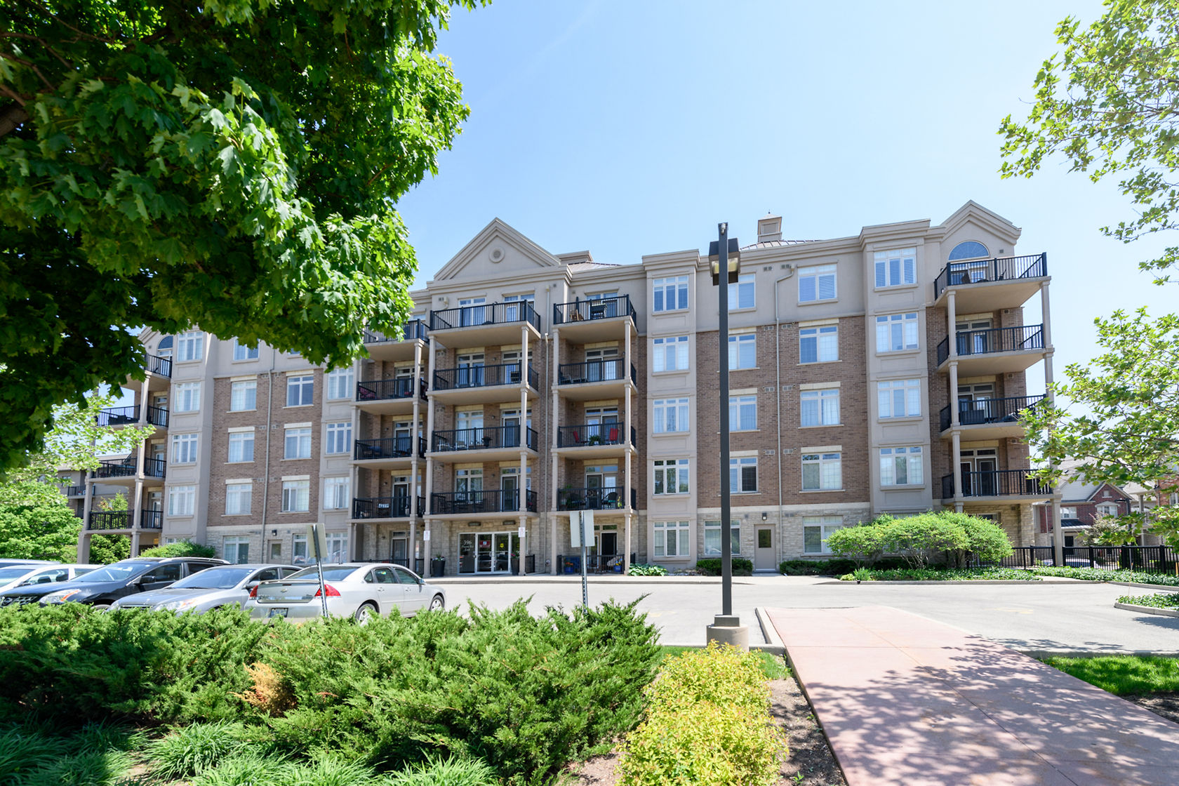 #305-396 Plains Rd, Burlington